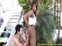 Ebony tranny getting a head outside the house
