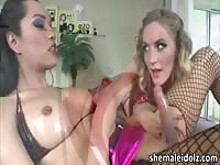Recently divorced cougar enjoying a big shemale dick