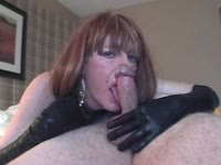 Dick hungry amateur transsexual tramp Diannexxxcd puts her mature mouth to work on a dude